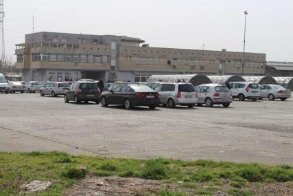 KRCAT KARANTIN U GRADIŠKI Ubrzano popunjavaju šatore i parking (FOTO)