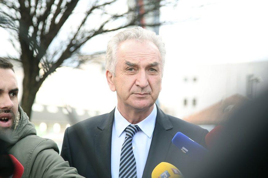 """POLITIČARI NASTAVLJAJU ŠIRITI HUMANOST Šarović donira platu bolnici """"Srbija"""""""
