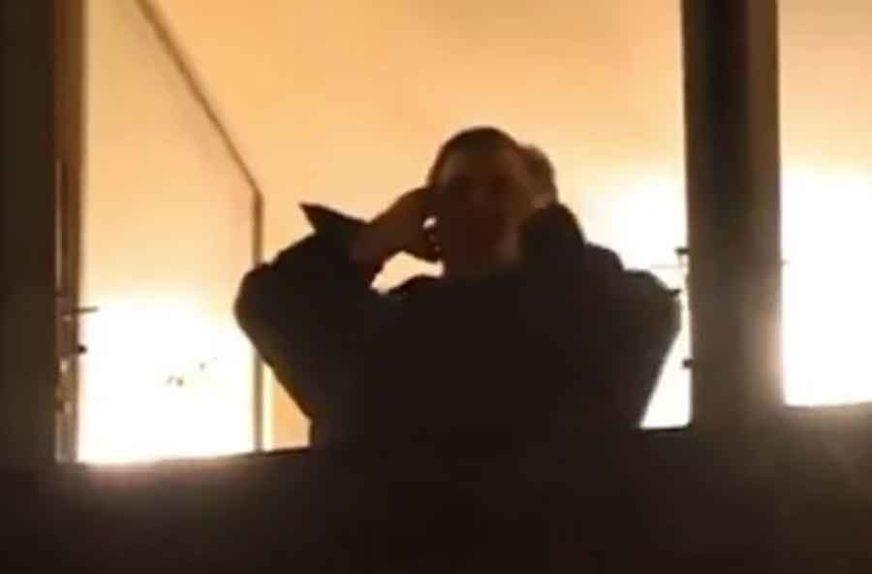 DUBOK NAKLON ZA MAESTRA Noćni slavuj je izašao na prozor i postao KRALJ APLAUZA U OSAM (VIDEO)