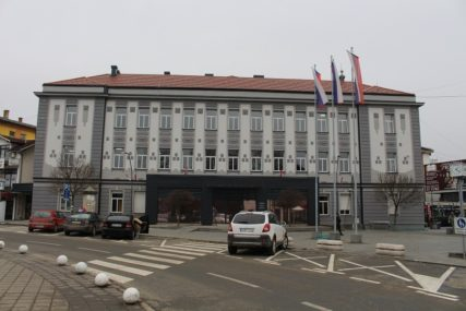 NOVE MJERE U KOZARSKOJ DUBICI Punktovi za dezinfekciju u trgovinama, preduzećima i javnim ustanovama
