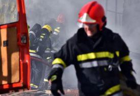 GORI PROIZVODNI POGON FABRIKE Vatra prijeti da se proširi na pogon sa PROTIVGRADNIM RAKETAMA (VIDEO)