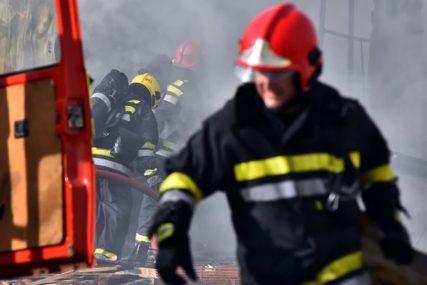 """Vatrogasci se BORILI S VATROM u Bratuncu: Buktinja PROGUTALA """"golf"""", traktor i bicikl"""