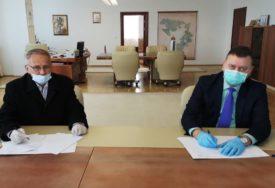 PRIPREME ZA IZGRADNJU OBILAZNICE U BRODU Popović i Jovičić potpisali ugovor o prenosu prava svojine