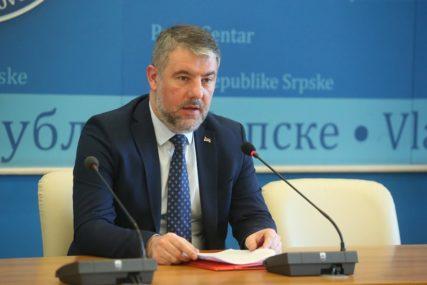 """""""TO JE ODGOVORNO"""" Šeranić potvrdio da je testiran zbog kontakta sa Klokićem"""