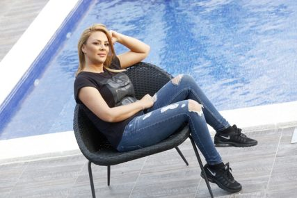 DJECA NISU U PLANU Pjevačica je bila sa bratom supruga Seke Aleksić, a onda se udala za bogatog biznismena