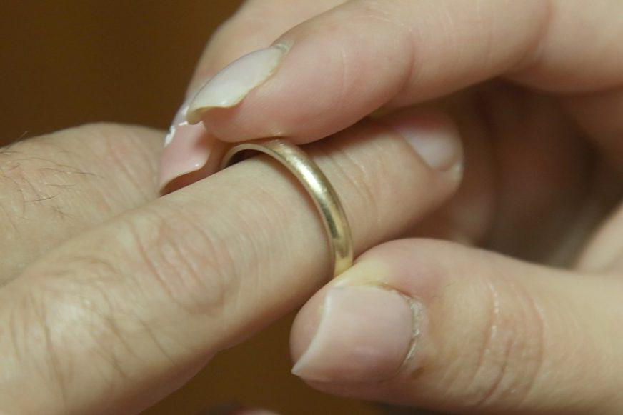Slučaj koji je izazvao veliku polemiku: Odšteta bivšoj supruzi zbog NEPLAĆENIH KUĆNIH POSLOVA