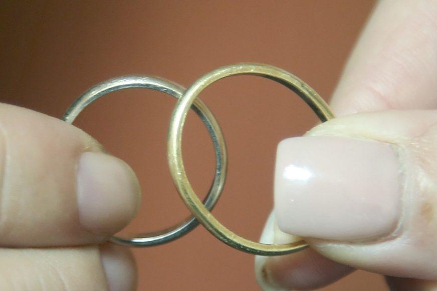 Napravio sebi još jedan godišnji odmor: Muškarac se vjenčao četiri, a razveo tri puta za 37 dana