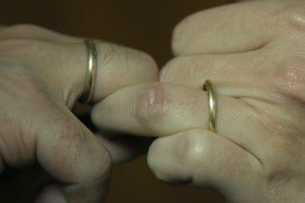 """Kako ga """"prisiliti"""" da se oženi: Muškarci ulaze u brak iz DVA RAZLOGA"""