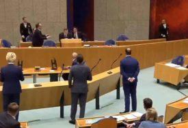 KORONA VIRUS GA IZMORIO Ministar zdravlja se onesvijestio u parlamentu, pa dao OSTAVKU (VIDEO)