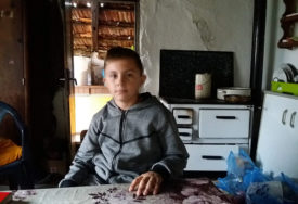 Suze dječaka kojeg je ostavila majka dirnule su srca mnogih: Kako danas živi dječak Dejan Zorić iz sela kod Novog Grada