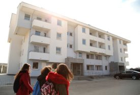 RJEŠAVAJU IZBJEGLIČKE MUKE U novu zgradu uselilo 30 porodica