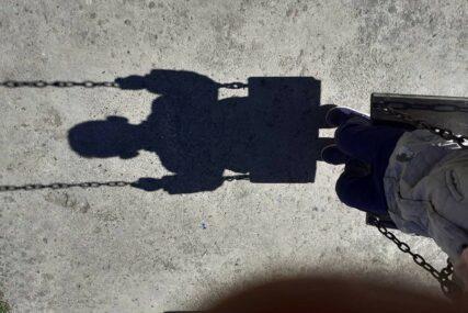 Nadgrobni spomenik ubio djevojčicu: Mala Bela se igrala sa sestrom kada se desila tragedija