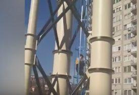 OPASNA IGRA U SARAJEVU Djeca se popela na vrh dimnjaka toplane (VIDEO)