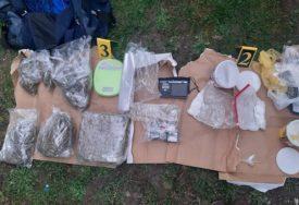 DROGA BILA SPREMNA ZA PRODAJU Pao i maloljetnik, oduzeti kokain i 3 kilograma marihuane