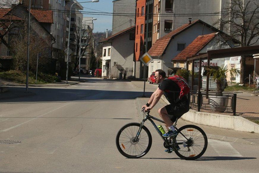 """Preventivna akcija u Novom Gradu """"Apelujemo da vozači smanje brzinu kretanja vozila kad prolaze pored biciklista"""