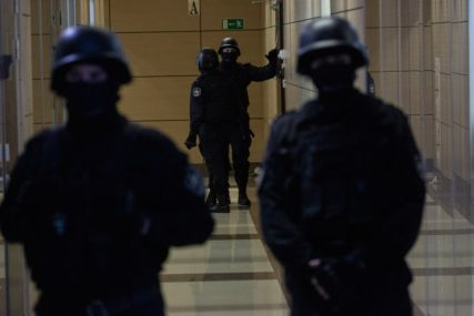BURAN DAN IZA FUDBALERA Prekršio karantin, napao policajce, pa MOLIO ZA OPROŠTAJ
