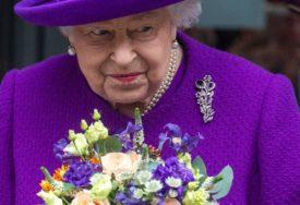 KAKAV PROPUST Obezbjeđenje zaboravilo da pusti kraljicu u zamak, ostala da ČEKA ISPRED KAPIJE