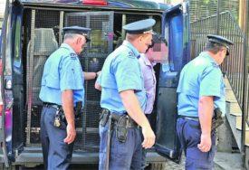 BAHATO PONAŠANJE POJEDINACA Umjesto u samoizolaciji PIO ISRED PRODAVNICE, drugi BJEŽAO OD POLICIJE
