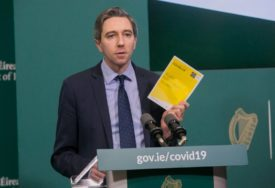 """""""ZAKAŠLJALI SU MI SE U LICE I POBJEGLI"""" I ministar zdravlja Irske žrtva morbidne igre"""