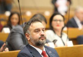 KAŽE DA ŠTITI DIGNITET Žunić: Novi poslovnik vodi Skupštinu u pravcu da bude ponos građana
