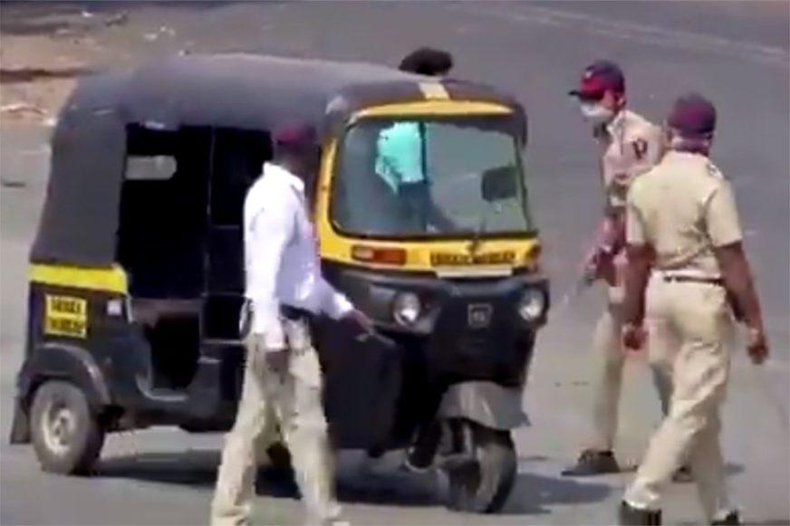 POLICAJCI ŠTAPOVIMA ZAVODE RED U INDIJI Ovako izgleda karantin za 1,3 milijarde ljudi (VIDEO)