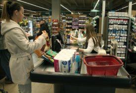 KUPCI VIŠE NE PRAVE ZALIHE Kupuju se osnovne životne namirnice, ostala roba MANJE