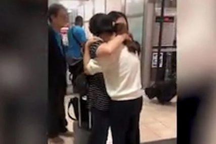 """""""NIKADA NIJE PRESTALA DA ME TRAŽI"""" Potresan susret majke i kćerke poslije 33 godine (VIDEO)"""