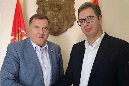 """""""DAJE PUN DOPRINOS"""" Dodik ističe da je Vučić posvećen prosperitetu Srbije i regiona"""