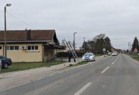 LAKŠE POVRIJEĐENA DJEVOJKA Sletjela sa puta i udarila u saobraćajni znak i betonsku ogradu