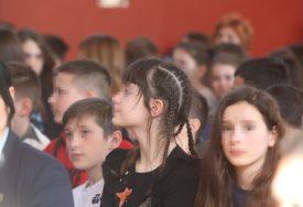 DONIJELI KONAČNU ODLUKU Školska godina u OVOJ ZEMLJI počinje normalno i BEZ MASKI