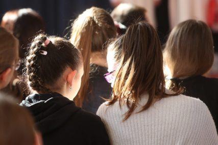 RADOST KRATKO TRAJALA Samo što su se đaci vratili škola je ponovo ZATVORENA, a roditelji BIJESNI