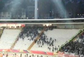 Veliki OBRAČUN navijača Partizana, policija spriječila opšti HAOS (VIDEO)
