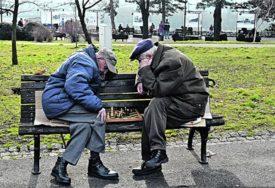 NEMA KARANTINA U FBiH Penzioneri se smiju kretati od 8 do 12 sati