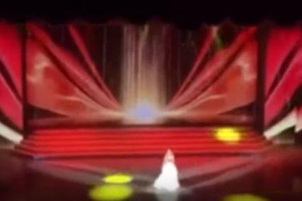 Pjevačica PALA U PUBLIKU tokom izvođenja pjesme, ono što je uradila je ZA APLAUZ (VIDEO)