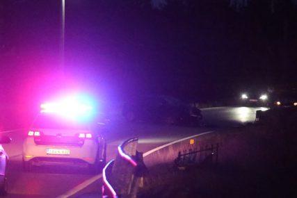 Automobilom se zakucali u stub rasvjete: U nesreći u Lukavcu teško povrijeđni vozač i suvozač