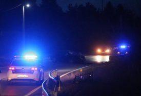 DETALJI TRAGEDIJE NA KOMARU Vozilo sletjelo sa puta, mladići završili u potoku