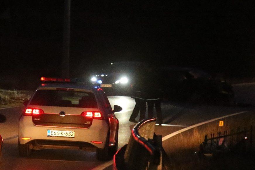 """STRAŠAN UDES U TUZLI Stradao vozač """"pežoa"""" nakon što je udario u stub ulične rasvjete"""