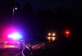 VOZILO SE ZAKUCALO U STUB RASVJETE U teškoj saobraćajnoj nesreći povrijeđene DVIJE OSOBE
