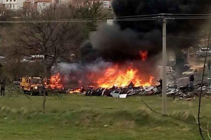 BUKTINJA NA AUTOOTPADU U TREBINJU Vatrogasci uspjeli da spriječe širenje vatre