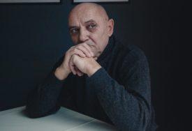 """""""NAŠI DANI"""" PRED BANJALUČKOM PUBLIKOM Monodrama inspirisana djelima Disa i Domanovića"""