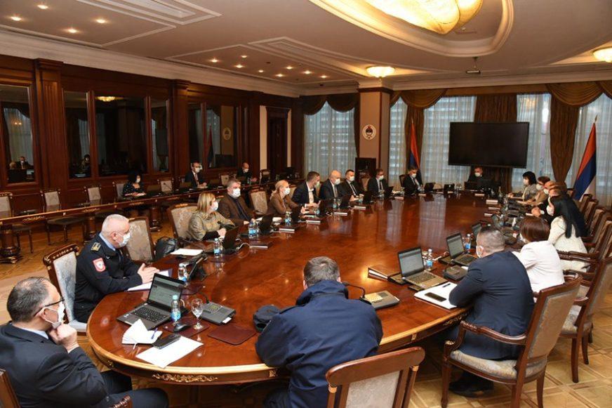 KO KRŠI KORONA PRAVILA IMAĆE POSLA S POLICIJOM Sve mjere u Srpskoj produžene do 12. oktobra