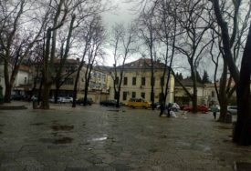 """TREBINJEM PROTUTNJALO NEVRIJEME Jaka kiša i vjetar """"rashladili"""" grad"""