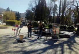 ODZVANJAJU LATINOAMERIČKE NOTE Ekvadorci zasvirali u centru Trebinja, OVO je njihova priča
