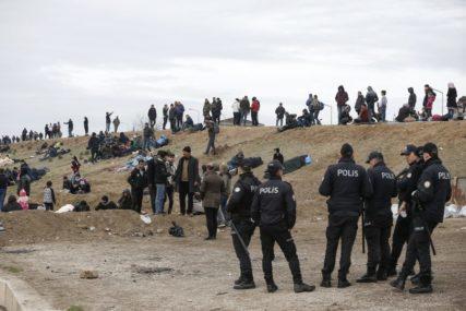 RASTU TENZIJE Grčka optužuje tursku vojsku da UKLANJA OGRADU na granici i PUŠTA MIGRANTE (VIDEO)