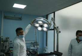 Prva intervencija u sali za one sa KORONOM: Operisani pacijent dobro, drugi na respiratoru KRITIČNO