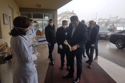 """""""BIJELJINI JOŠ DVA RESPIRATORA"""" Dodik najavio osnivanje Centra za detekciju virusa"""