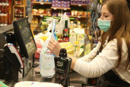 U kontaktu s velikim brojem ljudi: Radnice u prodavnicama posebno izložene riziku od zaraze