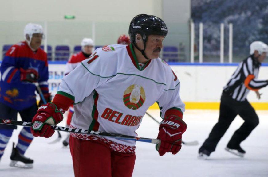 PRKOSI VIRUSU Lukašenko zaigrao hokej (VIDEO)