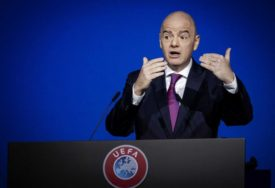 FIFA NE RIZIKUJE Infantino: Fudbal će krenuti tek kad svi budu BEZBJEDNI