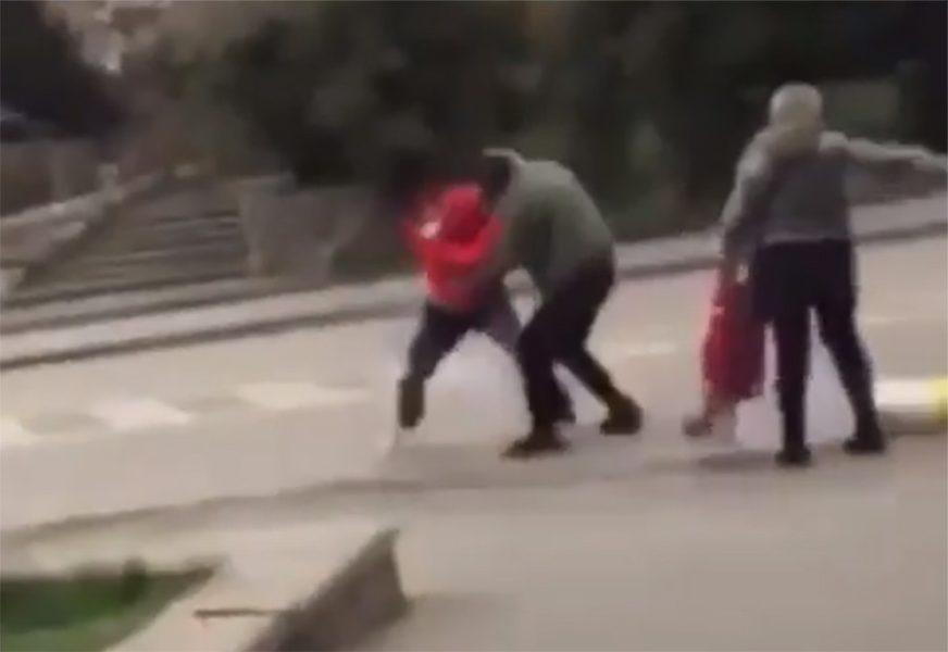 SRAMOTNO I TUŽNO U Zenici se potukli zbog vreće brašna (VIDEO)